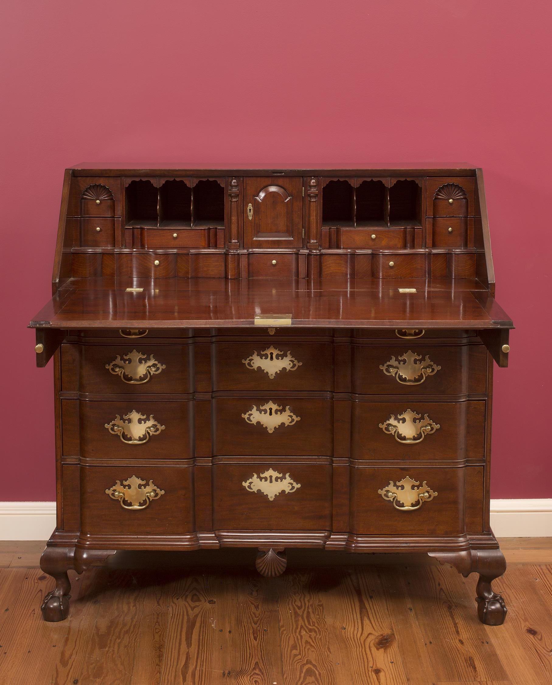 Chippendale Salem Block Front Desk with Blocked Lid